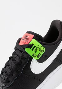Nike Sportswear - AIR FORCE 1 - Sneakers - black/white/bright crimson/green strike - 2