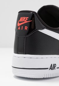 Nike Sportswear - AIR FORCE 1 - Zapatillas - black/white/bright crimson/green strike