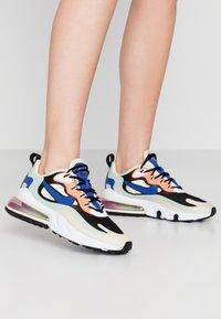 Nike Sportswear - AIR MAX 270 REACT - Baskets basses - fossil/hyper blue/black/pistachio frost/fire pink/hyper crimson - 0