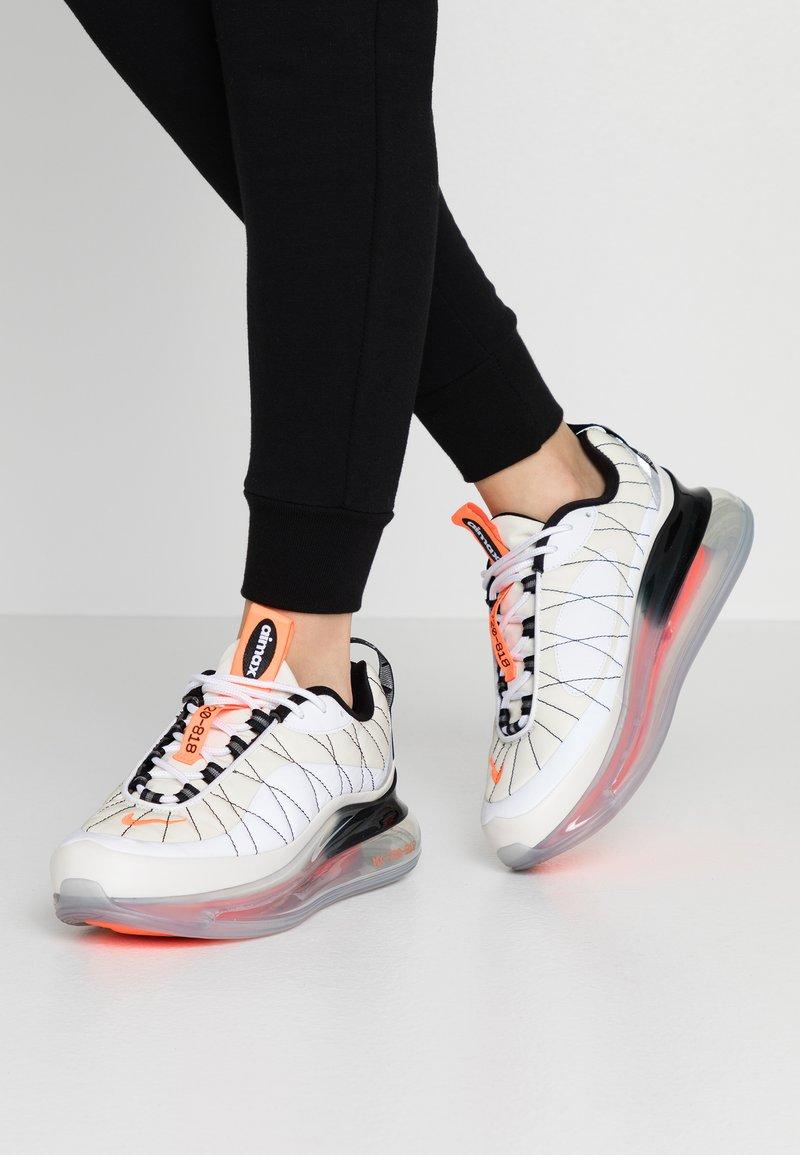 Nike Sportswear - MX-720-818 - Zapatillas - sail/white/black/metallic silver/hyper crimson