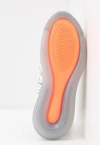 Nike Sportswear - MX-720-818 - Zapatillas - sail/white/black/metallic silver/hyper crimson - 6