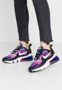 Nike Sportswear - AIR MAX 270 REACT - Sneakersy niskie - hyper blue/white/magic flamingo/vivid purple/black - 0