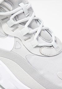 Nike Sportswear - AIR MAX 270 REACT - Trainers - grey fog/white/light smoke grey - 2
