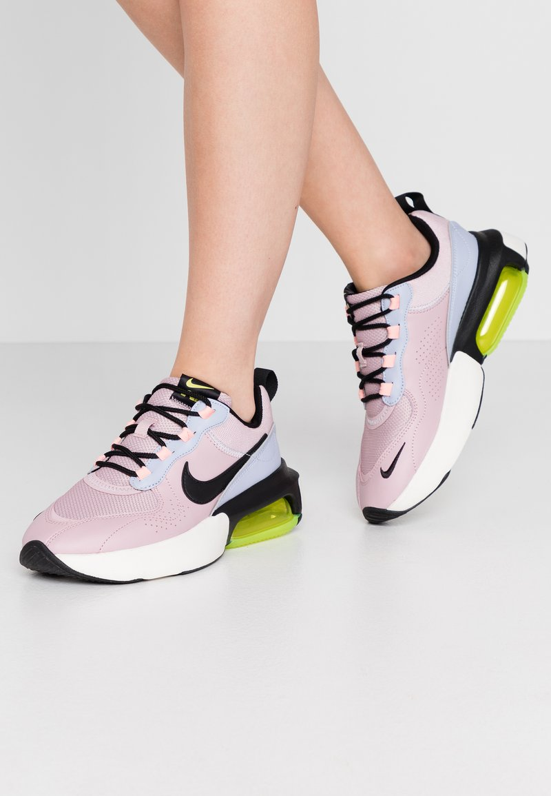 Nike Sportswear - AIR MAX VERONA - Trainers - plum chalk/black/ghost/oracle pink