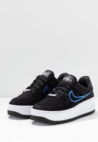 Nike Sportswear - AIR FORCE 1 SAGE - Matalavartiset tennarit - black/deep royal blue/metallic silver - 4