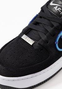 Nike Sportswear - AIR FORCE 1 SAGE - Matalavartiset tennarit - black/deep royal blue/metallic silver - 2