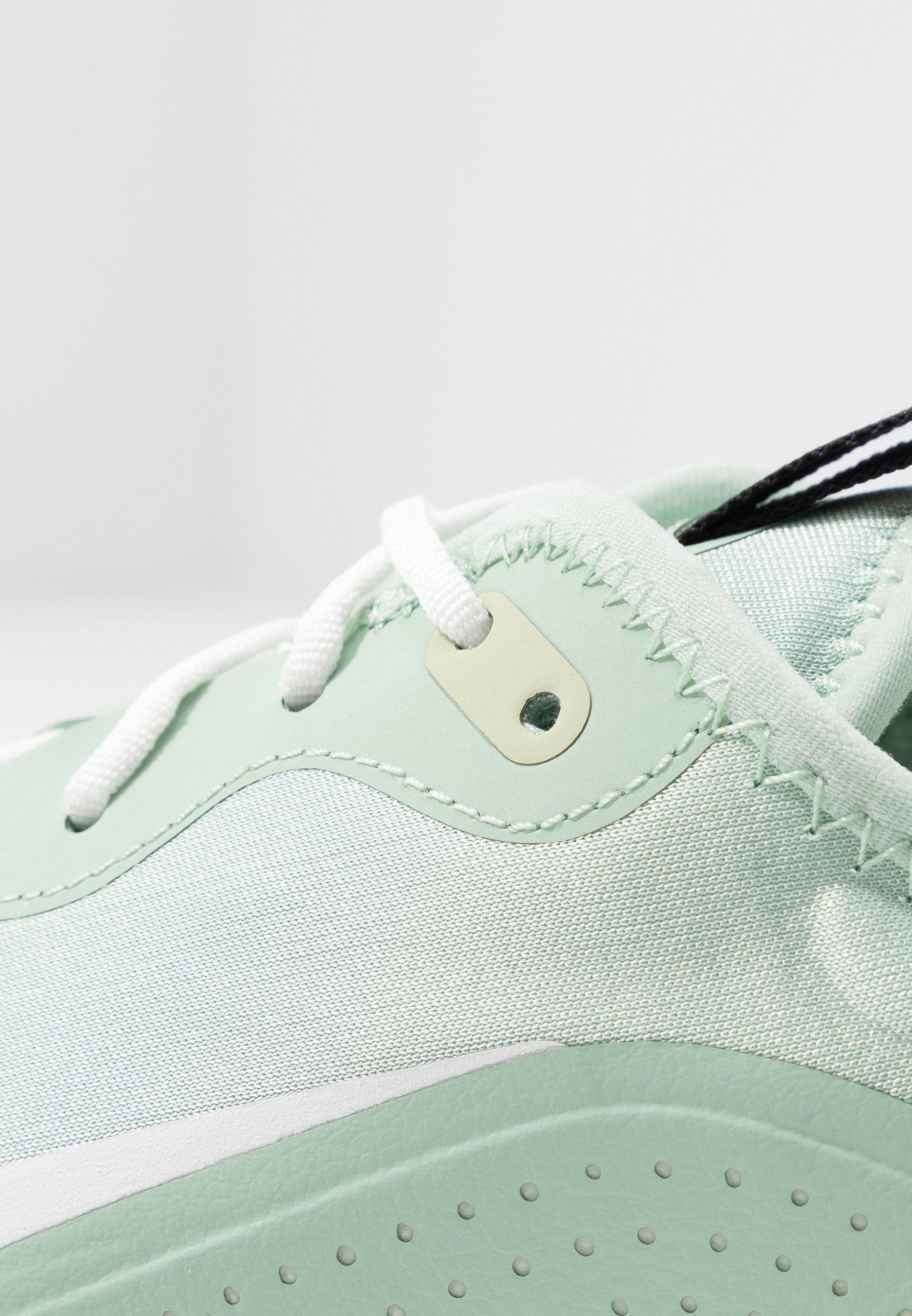 Nike Sportswear AIR MAX DIA - Sneakersy niskie - pistachio frost/summit white/olive aura/black