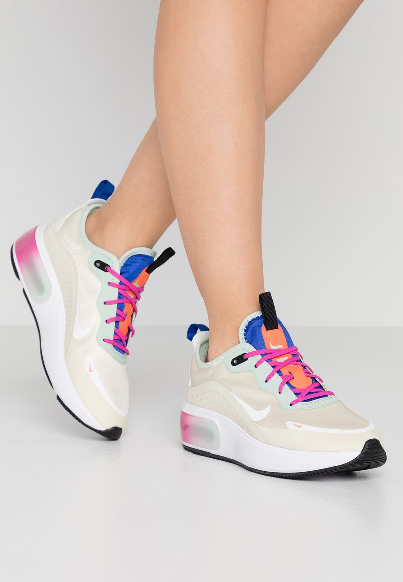 Nike Sportswear - AIR MAX DIA - Sneakers laag - fossil/hyper crimson/pistachio frost/hyper blue/fire pink/white