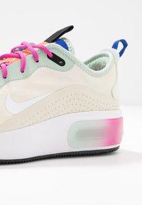 Nike Sportswear - AIR MAX DIA - Sneakers laag - fossil/hyper crimson/pistachio frost/hyper blue/fire pink/white - 2