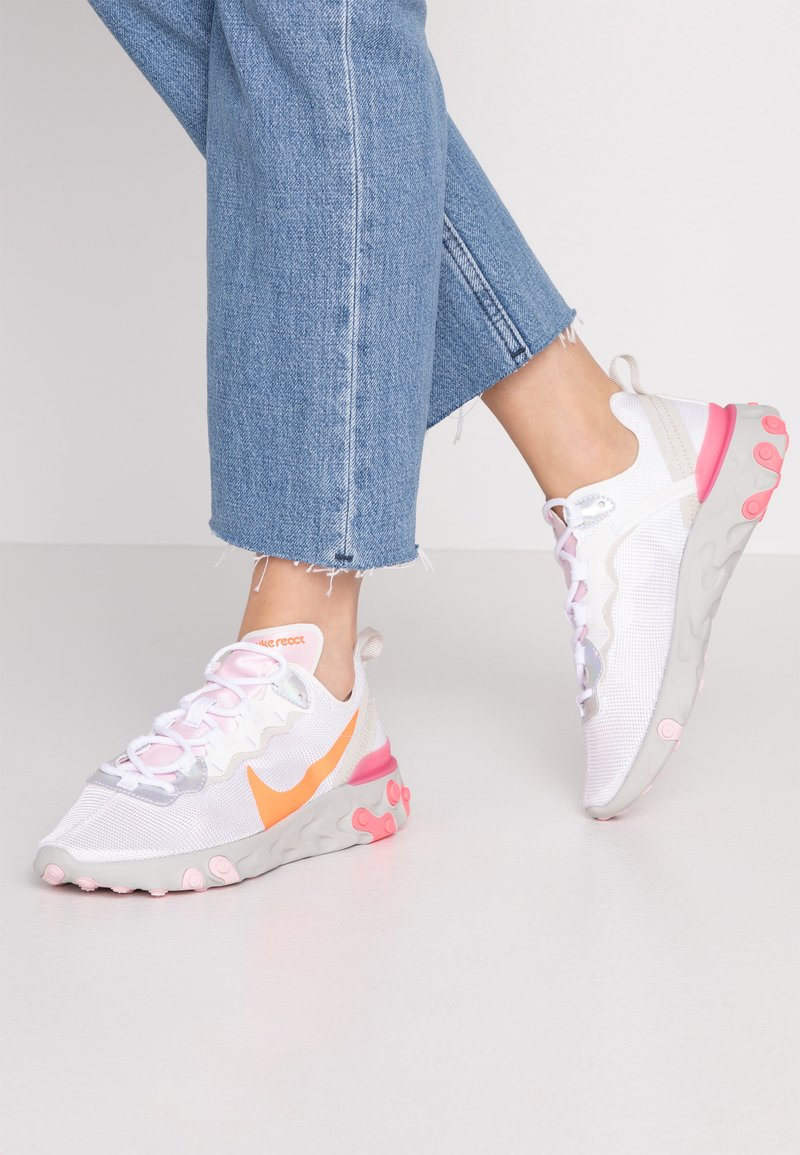 Nike Sportswear - Sneakersy niskie - white/hyper crimson/digital pink/pink foam/light bone