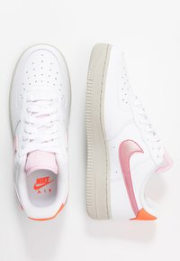 Nike Sportswear - AIR FORCE 1 - Sneaker low - white/digital pink/pink foam/hyper crimson/light bone - 5