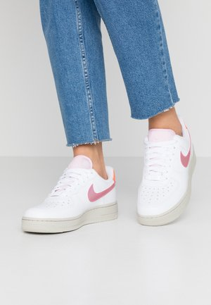 AIR FORCE 1 - Sneakers - white/digital pink/pink foam/hyper crimson/light bone