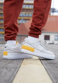 Nike Sportswear - AIR FORCE 1 SHADOW - Trainers - vast grey/laser orange/white - 4