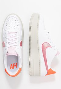 Nike Sportswear - AIR FORCE 1 SAGE - Sneakers - light bone/hyper crimson/pink foam/digital pink/white - 3