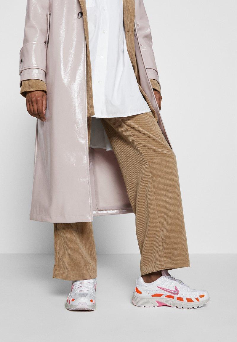 Nike Sportswear - P6000 - Baskets basses - white/digital pink/hyper crimson/pink foam/light bone