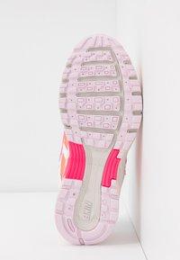 Nike Sportswear - P6000 - Baskets basses - white/digital pink/hyper crimson/pink foam/light bone - 9