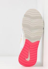 Nike Sportswear - RYZ - Sneakersy niskie - white/hyper crimson/digital pink/pink foam/light bone - 6