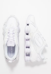 Nike Sportswear - SHOX NOVA - Sneakersy niskie - white/barely grape - 3