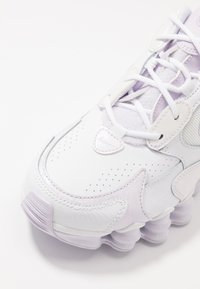 Nike Sportswear - SHOX NOVA - Sneakersy niskie - white/barely grape - 2