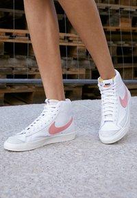 Nike Sportswear - BLAZER MID 77 - High-top trainers - white/atomic pink - 2