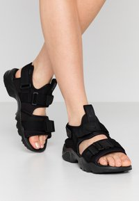 Nike Sportswear - CANYON  - Vaellussandaalit - black - 0