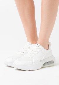 Nike Sportswear - AIR MAX VERONA - Sneakers laag - summit white - 0