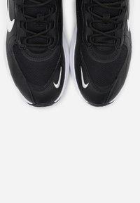 Nike Sportswear - AIR MAX VERONA - Sneakers laag - black/summit white/anthracite/metallic silver - 4