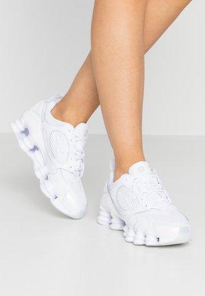 SHOX NOVA - Sneakersy niskie - white