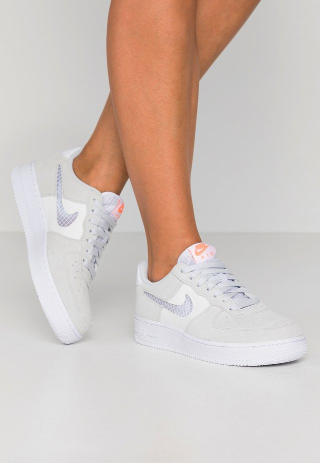 AIR FORCE 1 - Sneakers - pure platinum/white/summit white/hyper crimson
