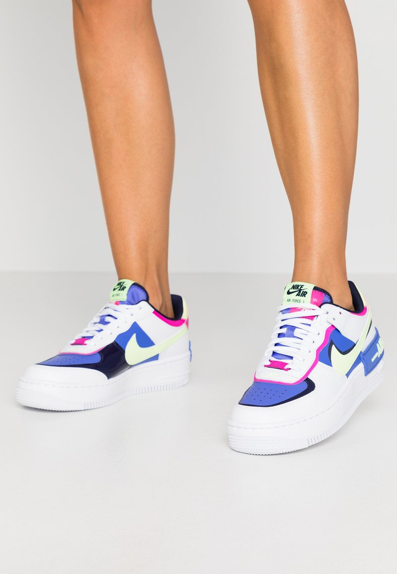 Nike Sportswear - AIR FORCE 1 SHADOW - Matalavartiset tennarit - white/barely volt/sapphire/fire pink/blackened blue