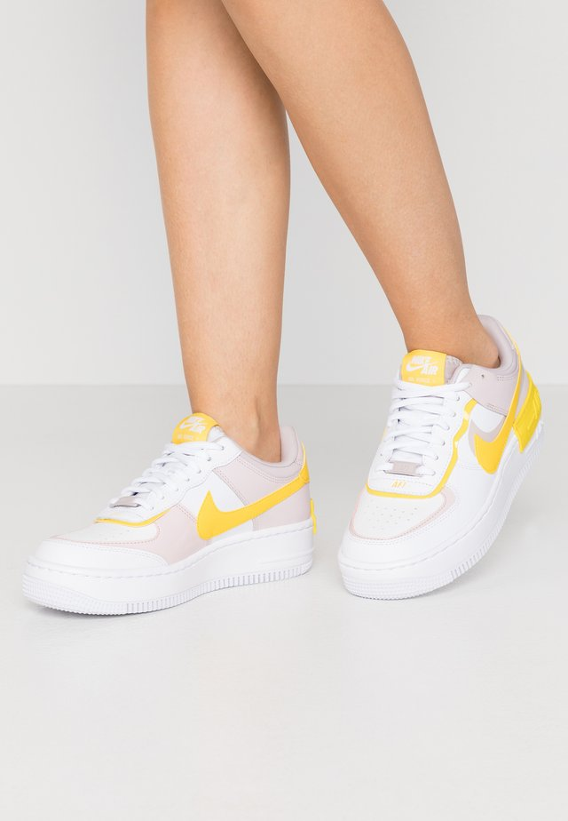 AIR FORCE 1 SHADOW - Sneakers laag - white/speed yellow/photon dust/platinum violet