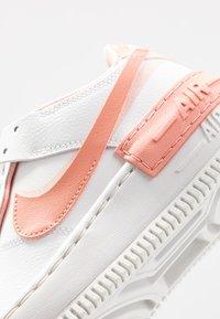 Nike Sportswear - AIR FORCE 1 SHADOW - Matalavartiset tennarit - summit white/pink quartz/washed coral - 2