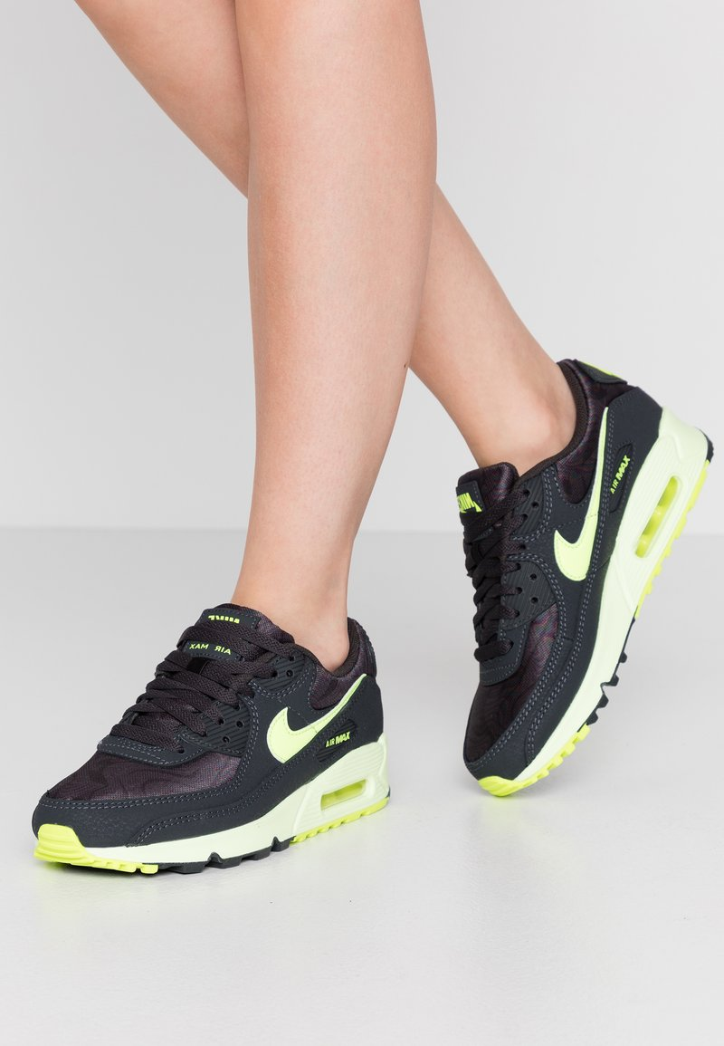 Nike Sportswear - AIR MAX 90 - Sneakers laag - dark smoke grey/volt/barely volt