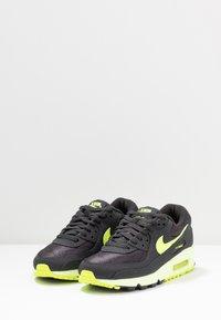 Nike Sportswear - AIR MAX 90 - Sneakers laag - dark smoke grey/volt/barely volt - 4