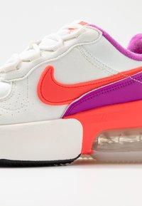 Nike Sportswear - AIR MAX VERONA - Sneakers laag - lilac/red - 2