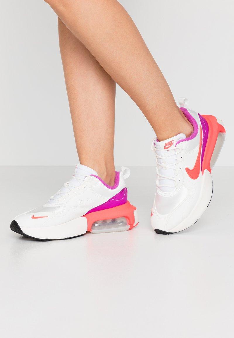 Nike Sportswear - AIR MAX VERONA - Sneakers laag - lilac/red