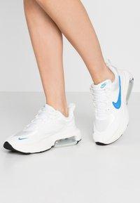 Nike Sportswear - AIR MAX VERONA - Trainers - summit white/coast/sail - 0
