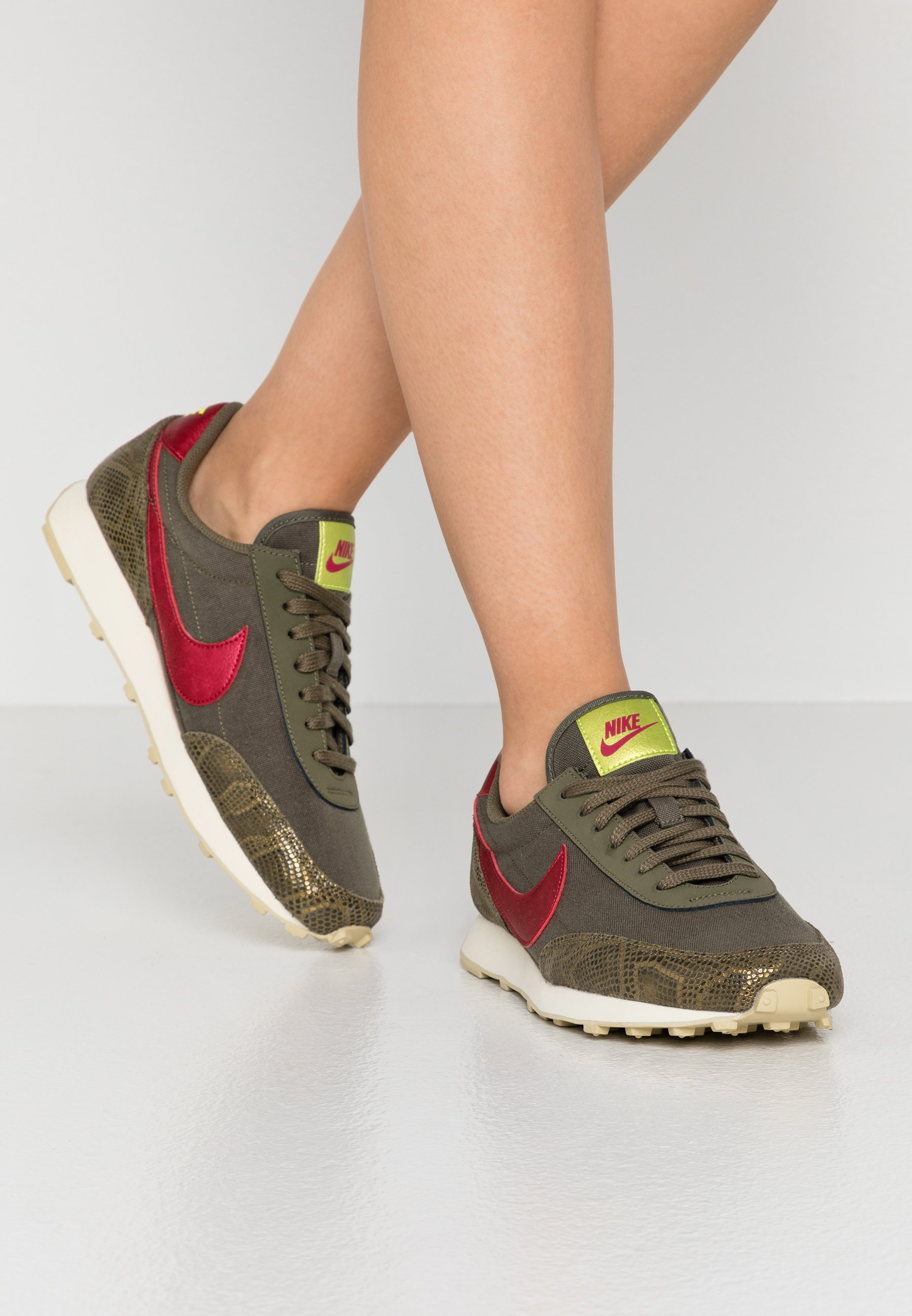 DAYBREAK Sneakers laag medium oliveworn brickfossil olive moyenteam goldlemon