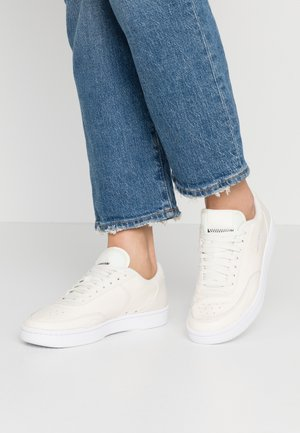 COURT VINTAGE PRM - Sneakers basse - pale ivory/washed coral/aura