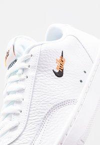 Nike Sportswear - COURT VINTAGE PRM - Trainers - white/black/total orange - 2
