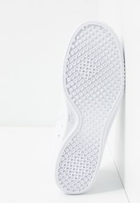 Nike Sportswear - COURT VINTAGE PRM - Trainers - white/black/total orange - 8