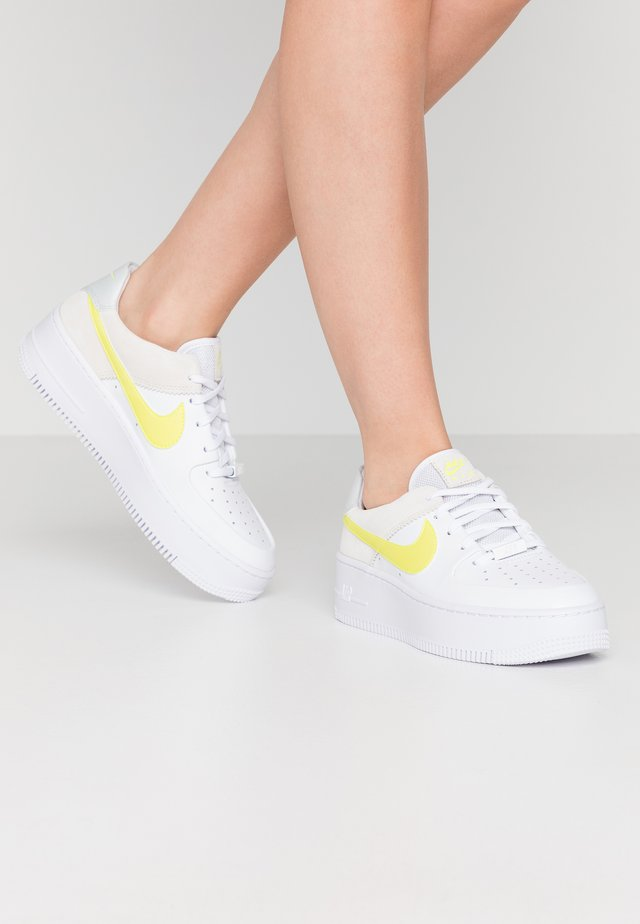 AIR FORCE 1 SAGE - Sneakers - white/lemon/pure platinum/fossil/sail