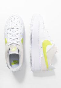 Nike Sportswear - AIR FORCE 1 SAGE - Sneaker low - white/lemon/pure platinum/fossil/sail - 3
