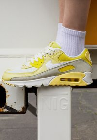 Nike Sportswear - AIR MAX 90 - Sneakers laag - optic yellow/white/fossil/bicycle yellow/sail - 2