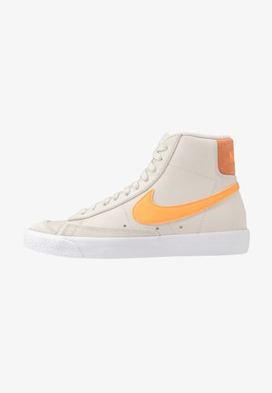 BLAZER  - Korkeavartiset tennarit - light bone/total orange/orange trance/white