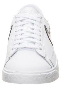 Nike Sportswear - BLAZER - Trainers - white/black - 5