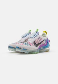 Nike Sportswear - AIR MAX VAPORMAX WITH RECYCLED MATERIAL - Baskets basses - pure platinum - 4