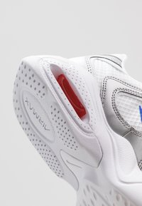 Nike Sportswear - AIR MAX 2X - Sneakers laag - white/racer blue/metallic silver/bright crimson/flash crimson - 5