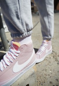 Nike Sportswear - BLAZER 77 - High-top trainers - pink foam/white - 3
