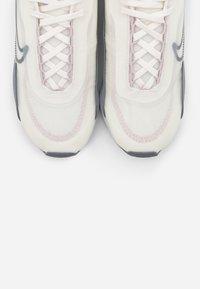 Nike Sportswear - AIR MAX 2090 - Sneakers laag - sail/cool grey/ghost/barely rose/metallic silver - 5